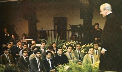 Tertulia en el patio Central de Torreblanca, donde se alojó Don Álvaro los primeros días.