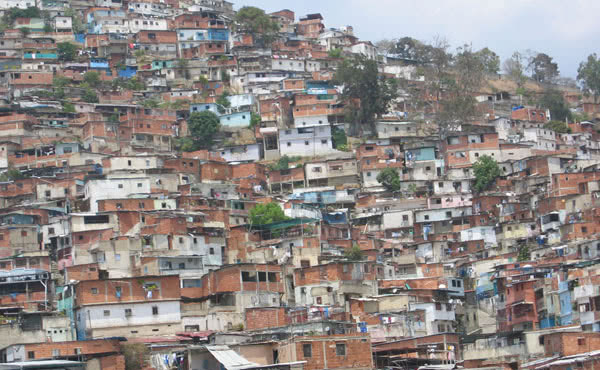 """""""Eu passearia com eles um pouco por esses bairros que há à volta da grande cidade de Caracas""""."""