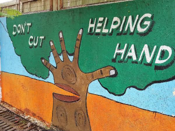 Mural pintado en el exterior del colegio.