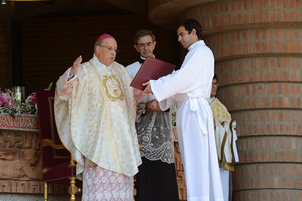 Monseñor Echevarría ha instado también a rezar por el Sínodo de los Obispos sobre la familia que se celebrará en octubre en Roma.