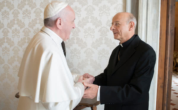 Papa Francesco e mons. Fernando Ocáriz il 4 marzo 2017.