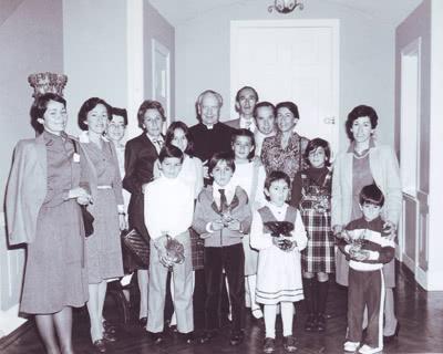 El día 30 de mayo recibió a algunas familias. En esta foto con la familia Posada Núñez