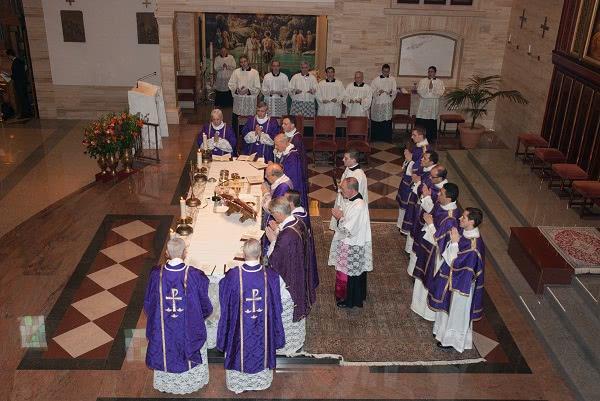 """""""Gracias a los ministros sagrados, la Iglesia puede cumplir plenamente su misión"""". Foto: Opus Dei (Information Office)"""