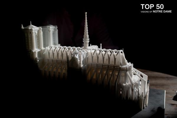 Descargó planos, estudió a fondo la situación e ideó un diseño moderno, técnicamente viable y plenamente integrado con el estilo de la Catedral