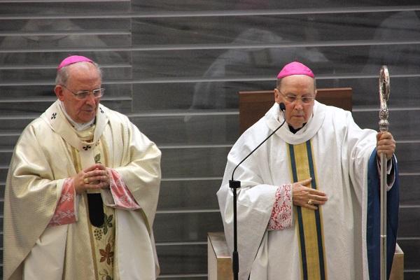 Mons. Gil Hellín y Mons. Javier Echevarría.