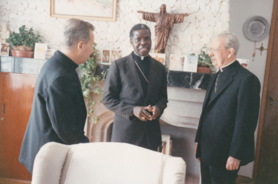 Don Alvaro and Cardinal Otunga in the Cardinal's residence in Nairobi in April 1989. Also present to the left, Mons. Javier Echevarría, currently the Prelate of Opus Dei