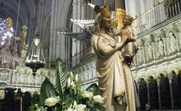 Virgem branca, da Catedral de Toledo (Espanha).