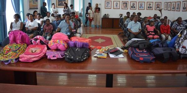 Algumas das 2000 mochilas solidárias que foram distribuídas.