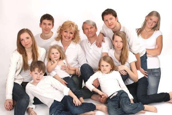 Borovsky en una foto de familia con su mujer y sus hijos. Cuando tenía 19 años, preso por los comunistas, no podía imaginar este futuro