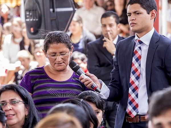 Bernarda le preguntó al Padre cómo hacer más apostolado con la gente de su comunidad