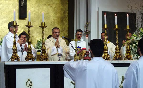 Missa na Igreja Nossa Senhora Rainha em Belo Horizonte