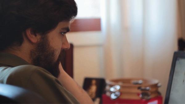 Ignasi Benguría (Barcelona, 1992) es estudiante de Historia y Periodismo, en la Universidad de Navarra, y escribe un blog sobre cristianos perseguidos en Siria e Irak.
