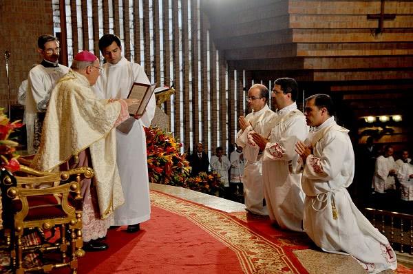"""El Prelado del Opus Dei les ha pedido enamorarse del """"servicio"""", """"para estar siempre enteramente disponibles a las necesidades de los demás""""."""