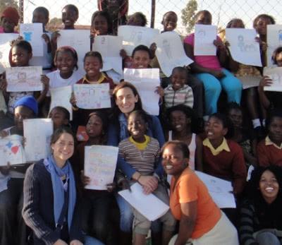 Eikenhoff Social Project & Vlakfontein Social Project es un proyecto de refuerzo escolar a 33 km del sur de Johannesburgo, que realizamos con la colaboración de 15 universitarios y del que se benefician 500 niños de edades comprendidas entre los 6 y 18 años.