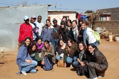 Dos voluntarias escribieron después: 'Ellos han llenado nuestros corazones de humildad, generosidad y alegría; y nosotros les hemos aportado energía y algunos conocimientos'