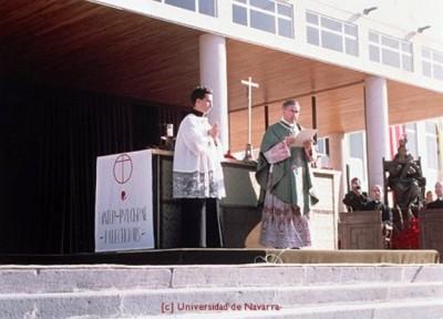 Durante la homilía 'Amar al mundo apasionadamente', en la Universidad de Navarra
