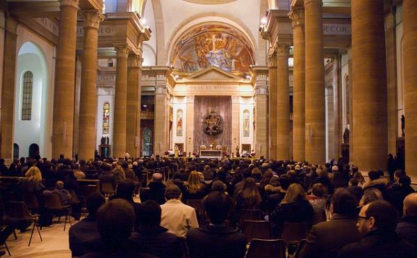 Opus Dei - Bendición eucarística para dar inicio al Año Mariano
