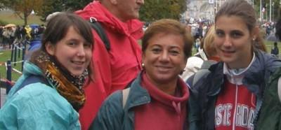 Con dos amigas en Lourdes