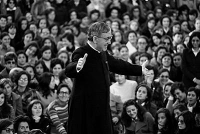 San Josemaría, fundador del Opus Dei, durante un encuentro
