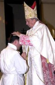 Le prélat de l'Opus Dei ordonne 24 diacres à Madrid