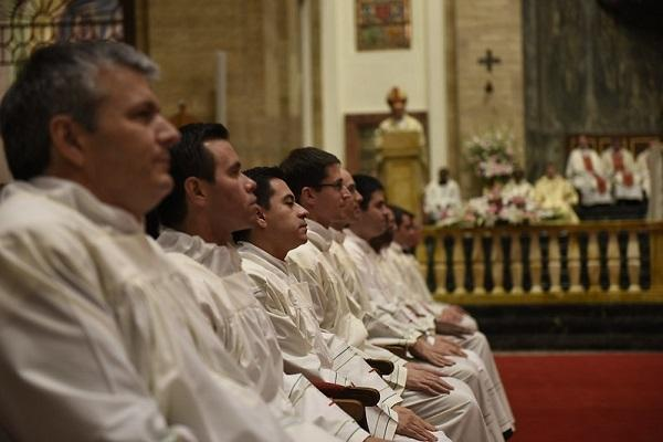 Opus Dei - Abogado graduado de la UCR ordenado diácono