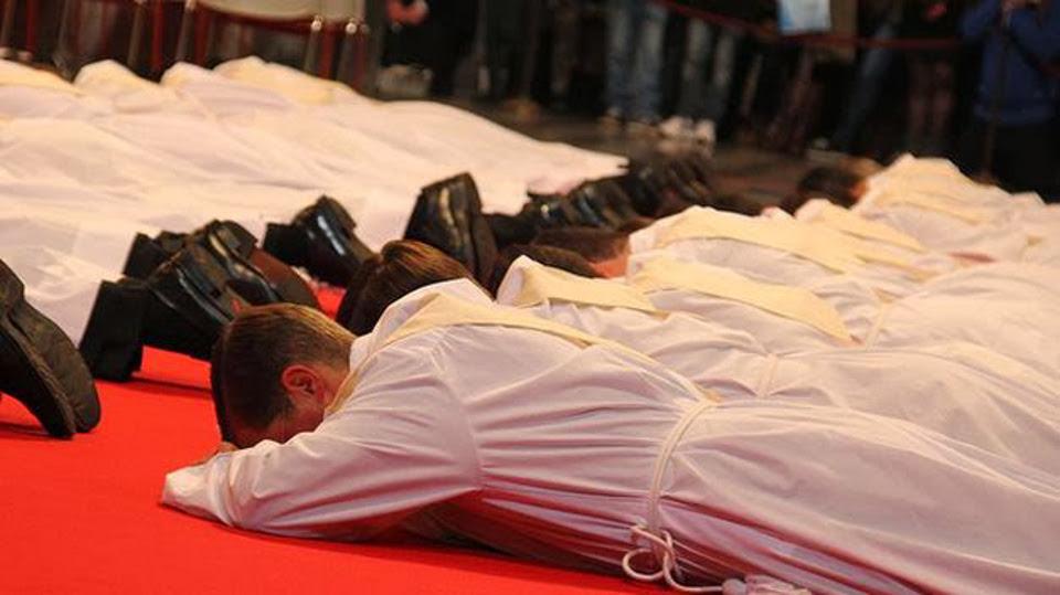 Opus Dei - Рукопокладення священиків (квітень 2016): «Ви будете священиками, щоб служити всім душам»