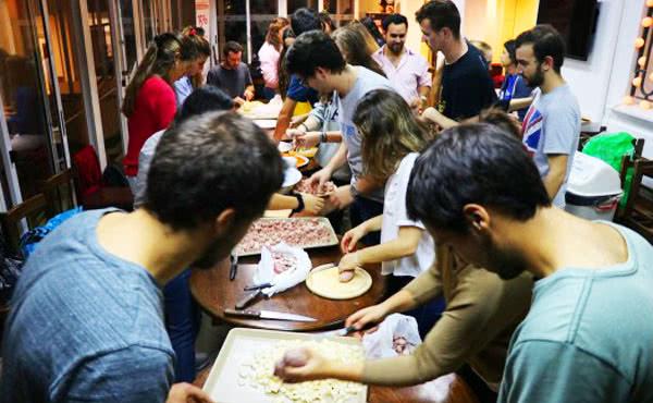 Opus Dei - No solo comida caliente, también calor humano
