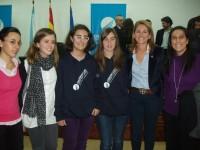 Rapazas do Colexio Maior Arosa xunto a Arantxa Quiroga