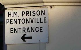 Kor fra Netherhall synger ved messe i fengsel i London