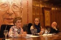 Maria Portavella, Anna Baduell i Josep-Ignasi Saranyana, en un moment de la taula rodona. FOTO: J. M. Pons