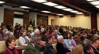 Més de 200 assistents van presenciar la taula rodona a l'aula magna de l'Oratori de Santa Maria de Bonaigua.