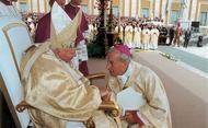 Saudação de D. Javier Echevarría ao Papa na audiência do dia 7 de outubro