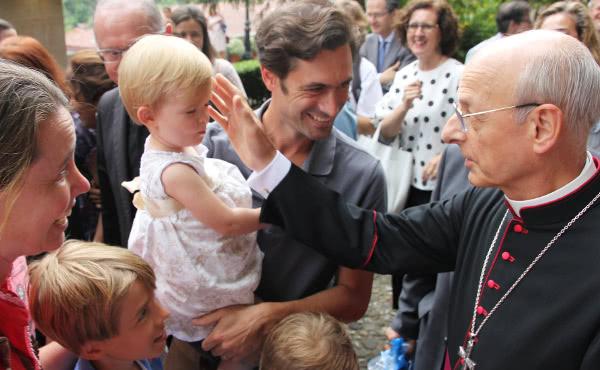 Mons. Fernando Ocáriz aponta 8 desafios para os pais