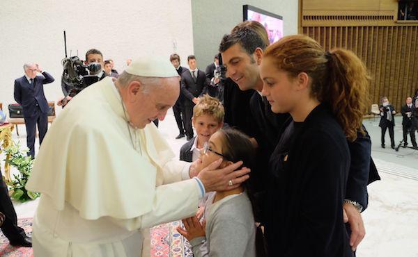 """""""Amoris Laetitia"""", l'Esortazione apostolica di Papa Francesco sulla missione della famiglia"""