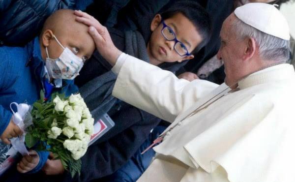 Opus Dei - Los enfermos, en el centro del corazón de Francisco
