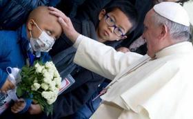 Los enfermos, en el centro del corazón de Francisco