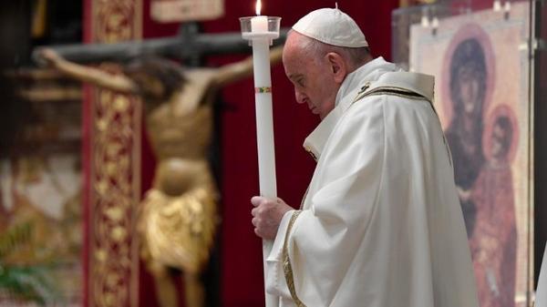 """""""В эту ночь снова зазвучал голос Церкви: «Воскрес Христос, моя надежда!"""""""