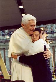 Benoît XVI parle de l'Eucharistie aux enfants