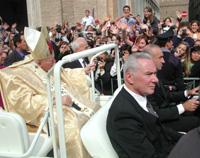 Папа Иоанн Павел II после Мессы.