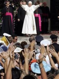 Paus moedigt jongeren aan tot engagement en liefde