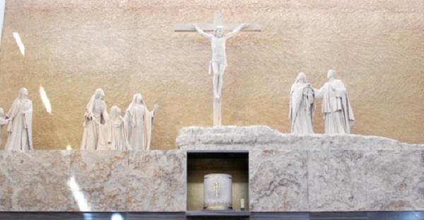 Los burgaleses se vuelcan con el Prelado del Opus Dei en la parroquia de San Josemaría
