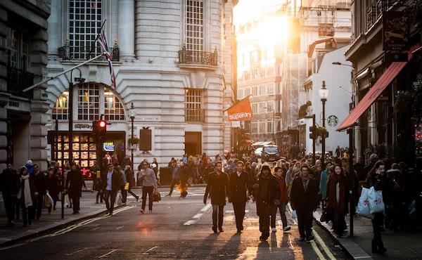 Opus Dei - Il prelato: «Non aver paura di camminare per il mondo»