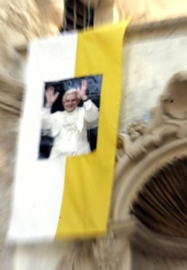 """""""Troens dør"""". Apostolisk brev fra Benedikt XVI"""