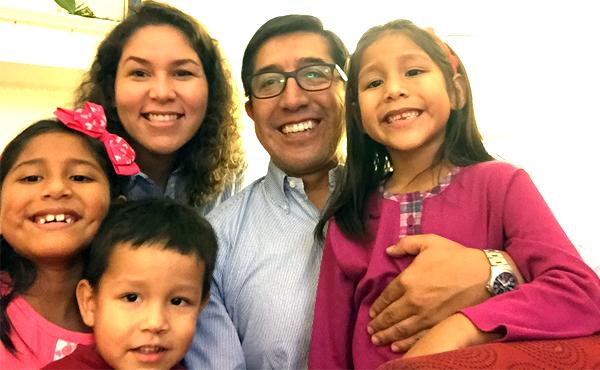 «San Josemaría bendice con las dos manos nuestro matrimonio»