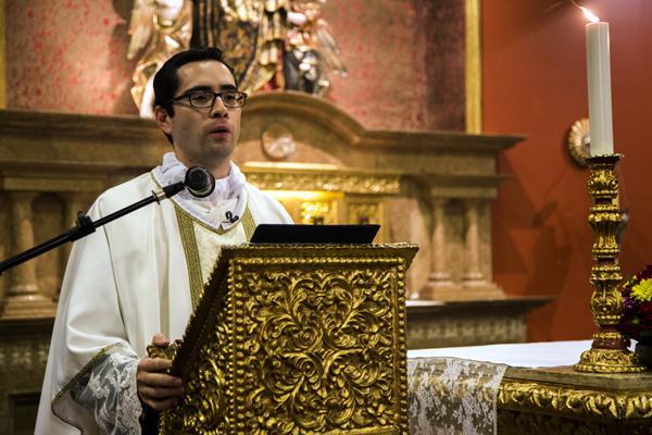 """Padre Bazán: """"Que el protagonista de nuestra vida sea Cristo"""""""
