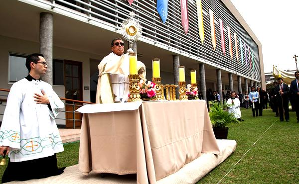 Comunidad universitaria rindió homenaje al Corpus Christi