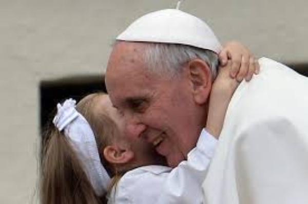 10 تأملات للبابا فرنسيس حول العائلة