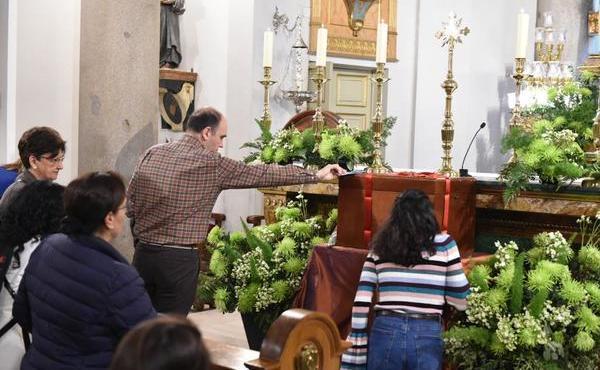 Il prelato è andato a pregare davanti ai resti di Guadalupe Ortiz de Landázuri