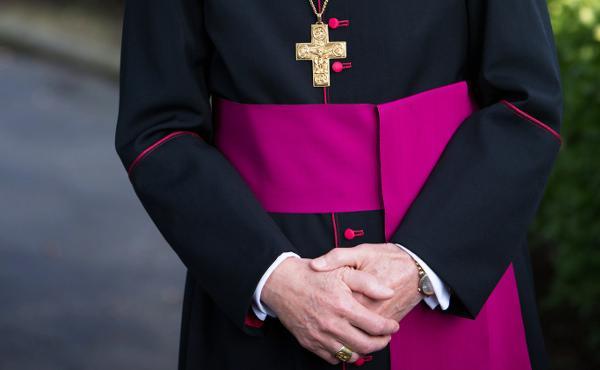 Insignias y vestiduras episcopales y prelaticias