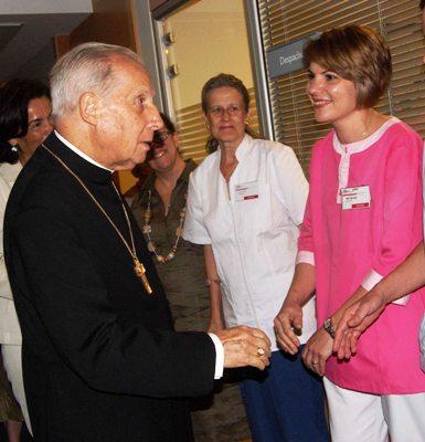 El Prelado del Opus Dei animó a los profesionales de Laguna a 'querer a los enfermos como parte de vuestra vida, con vuestra vida misma'